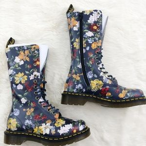Dr Martens B99 Darcy Floral 14 Eye Boot